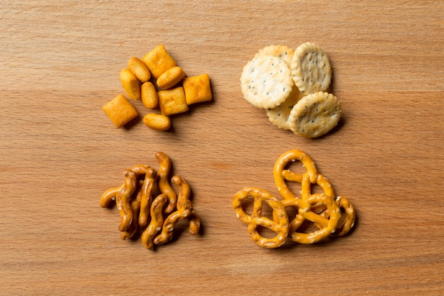Salgados. pretzels, chips, bolachas
