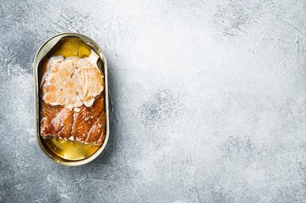 Salmão, conservas de peixe conjunto de peixe defumado em lata, em lata, em cinza