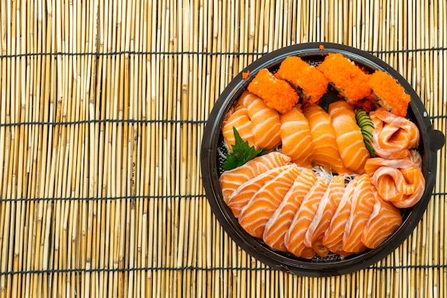 Salmão fresco é sushi e sashimi