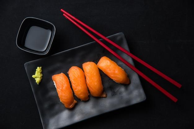 Salmão nigiri sushi