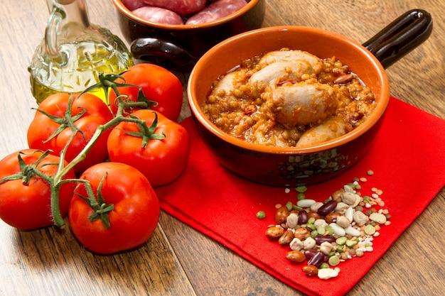 Salsicha e lentilhas