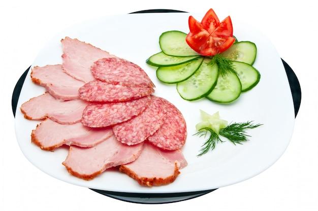 Salsicha e presunto com legumes