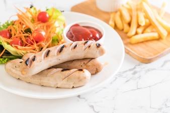 Salsicha grelhada com legumes