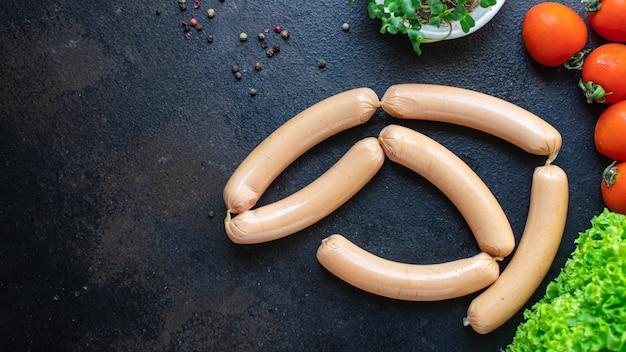 Salsicha proteína vegetal seitan sem carne soja trigo vegetariano ou lanche vegan na mesa saudável