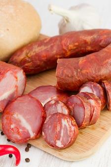 Salsichas com pimenta e pão