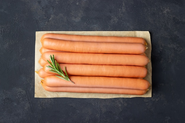 Salsichas de frankfurter cru
