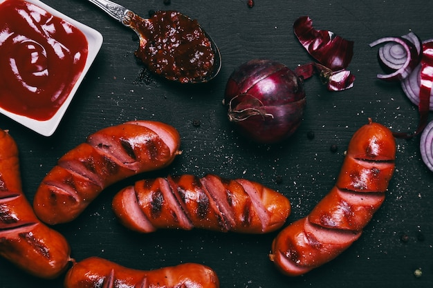 Salsichas deliciosas na frigideira