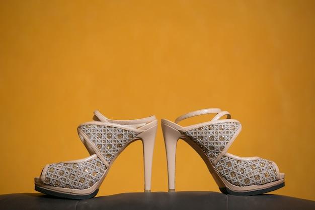 Salto alto do casamento