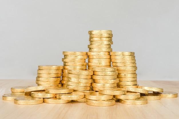 Salvando o conceito de dinheiro, negócio de pilha de moeda de ouro
