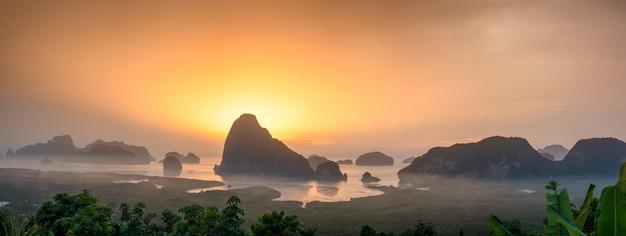 Samet nang ela é o melhor ponto de vista na baía de phang nga em phangnga, sul da tailândia