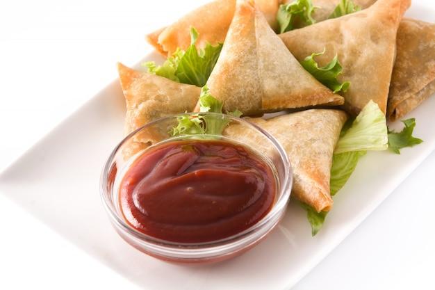 Samosas com carne e legumes