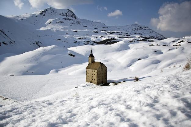 San gottardo em paisagem de neve