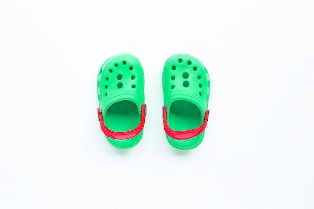 Sandálias de borracha para criança verde