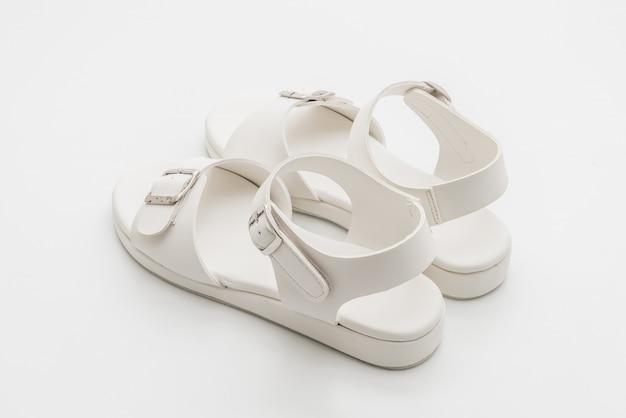 Sandálias de couro das mulheres