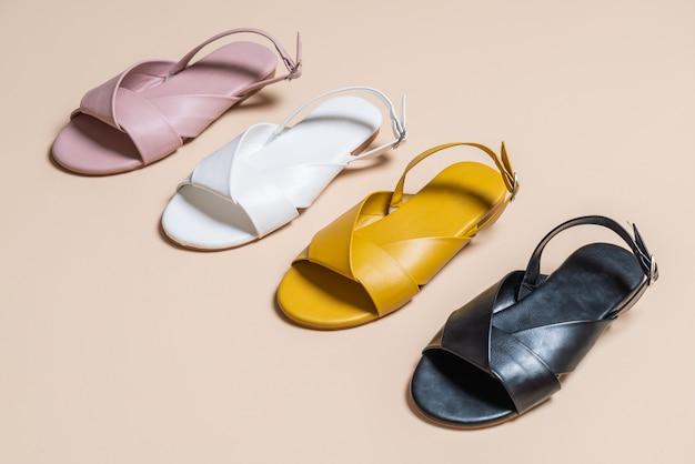 Sandálias de couro feminino e mulher com slingback