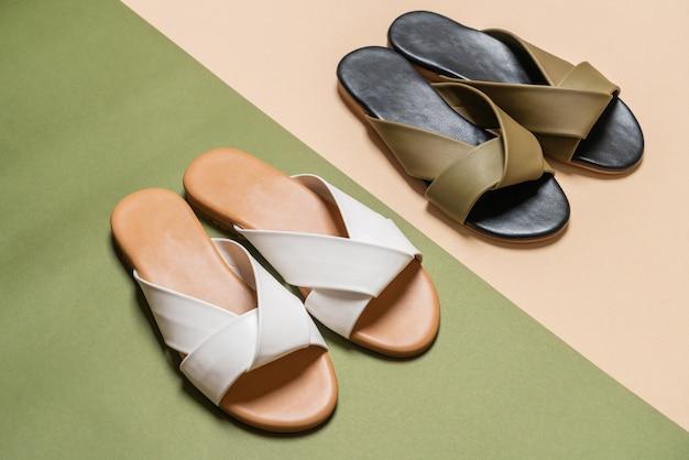 Sandálias de couro feminino e mulher