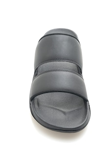 Sandálias de couro pretas isoladas no fundo branco