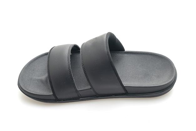 Sandálias de couro preto isoladas