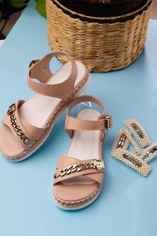 Sandálias de verão rosa feminina em azul