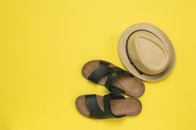 Sandálias masculinas, cocos e chapéu. sapatos masculinos de verão.