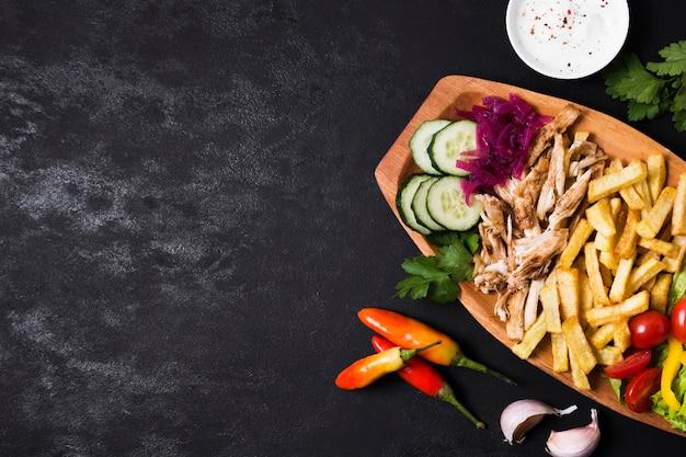 Sanduíche árabe kebab cópia espaço plano