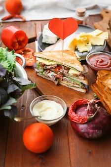 Sanduíche caseiro delicioso e saudável