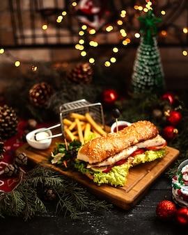 Sanduíche com batata frita _