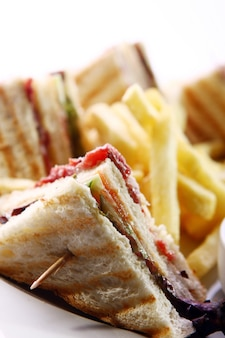 Sanduíche com carne e verde