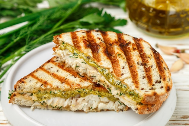Sanduíche com peixe branco