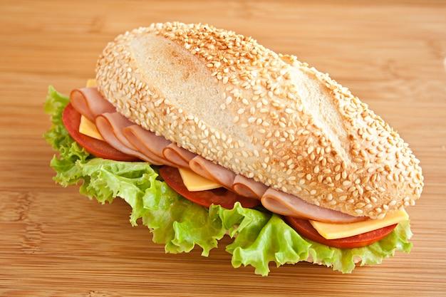 Sanduíche com presunto