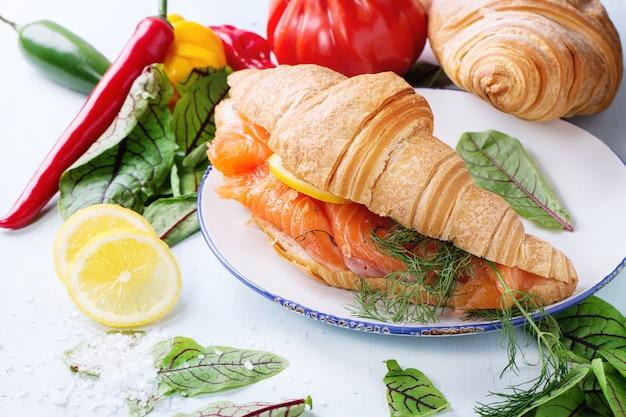 Sanduíche com salmão salgado