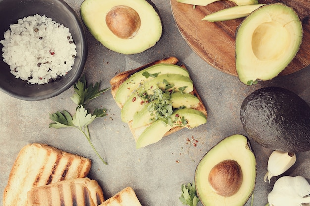 Sanduíche de abacate orgânico