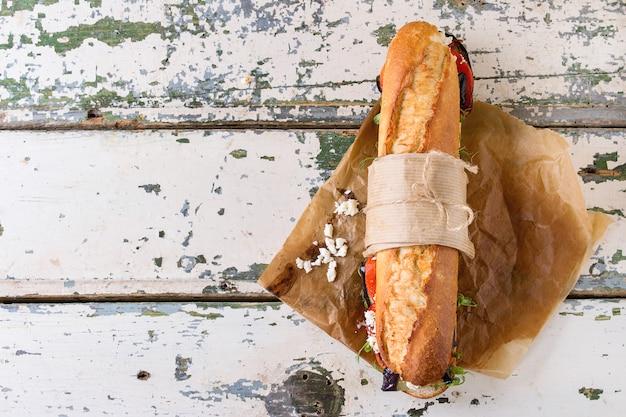Sanduíche de baguete vegetariana