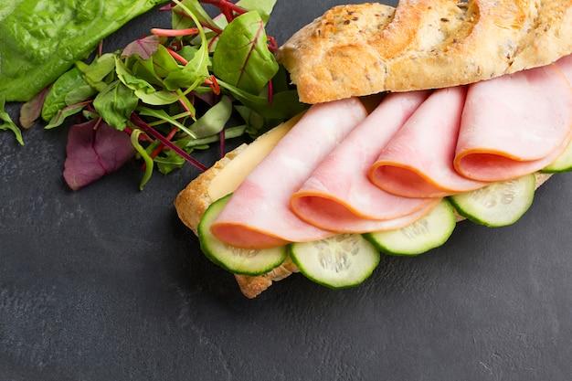 Sanduíche de peru delicioso close-up