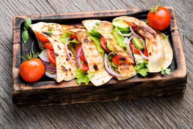 Sanduíche de pita vegetariano