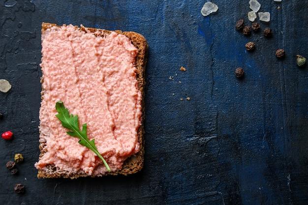Sanduíche smorrebrod, marisco, capelim, caviar, salmão, rillettes, peixe, pescetarian, diet