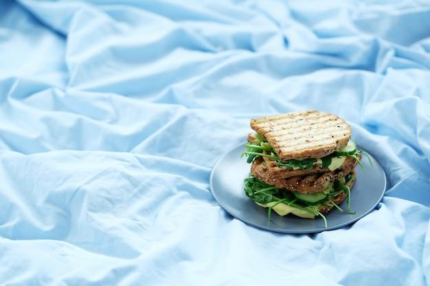 Sanduíches de café da manhã a bordo