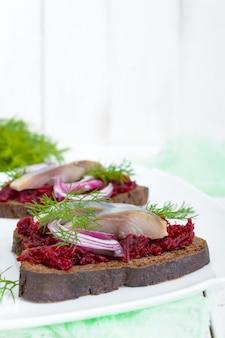 Sanduíches dietéticos com arenque