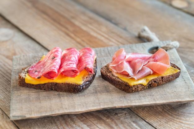Sanduíches espanhóis com salchichon anb jamon