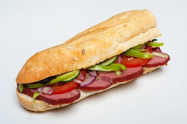 Sanduíches variados de baguetes deliciosos