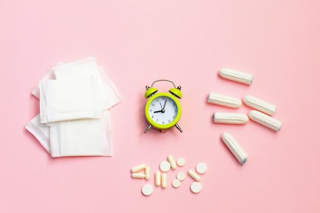 Sanitários e absorventes em rosa