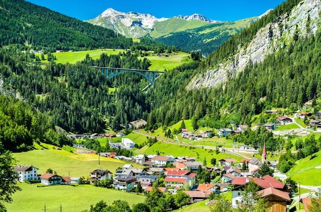 Sankt jodok am brenner, uma vila nos alpes austríacos Foto Premium