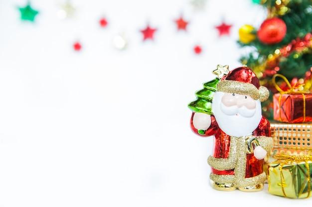 Santa da caixa de presente e decoração do brinquedo da árvore de natal.