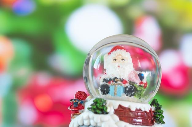 Santa na bola de cristal, conceito do natal.