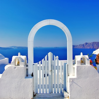 Santorini icônica - a ilha mais bonita da europa. vista da caldeira e do mar. grécia