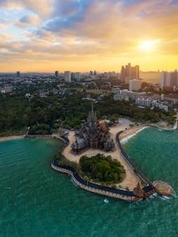 Santuário da verdade, pattaya.sanctuary of truth, é uma construção do templo em pattaya, tailândia.