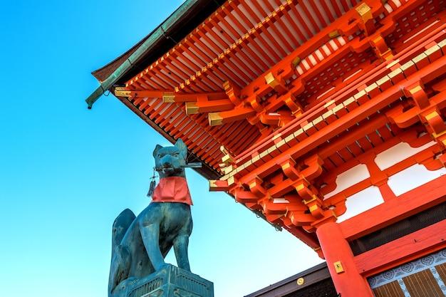 Santuário de fushimi inari em kyoto, japão