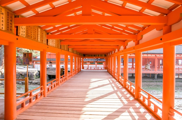 Santuário de itsukushima, miyajima, japão