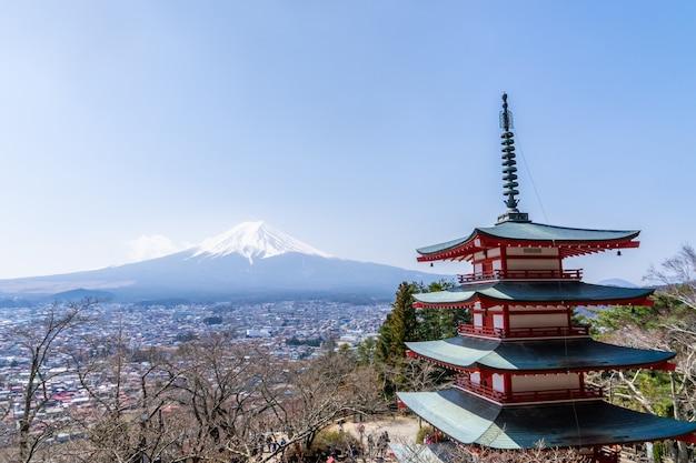 Santuário de pagode de chureito com inverno monte de fuji