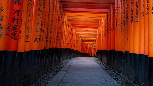 Santuário fushimi inari taisha em kyoto, japão
